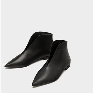 ZARA Flat Ankle Boots with a V - Vamp US 7.5 EU 38